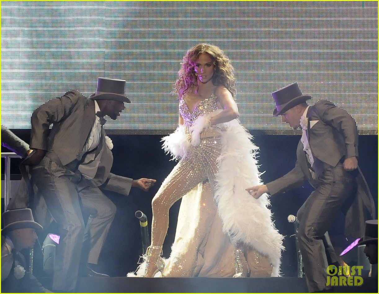 jennifer lopez pop music festival 17