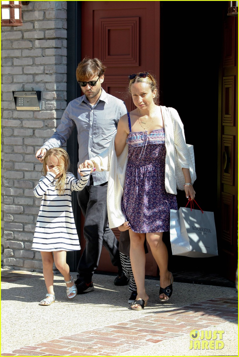 tobey maguire fathers day party 032676966