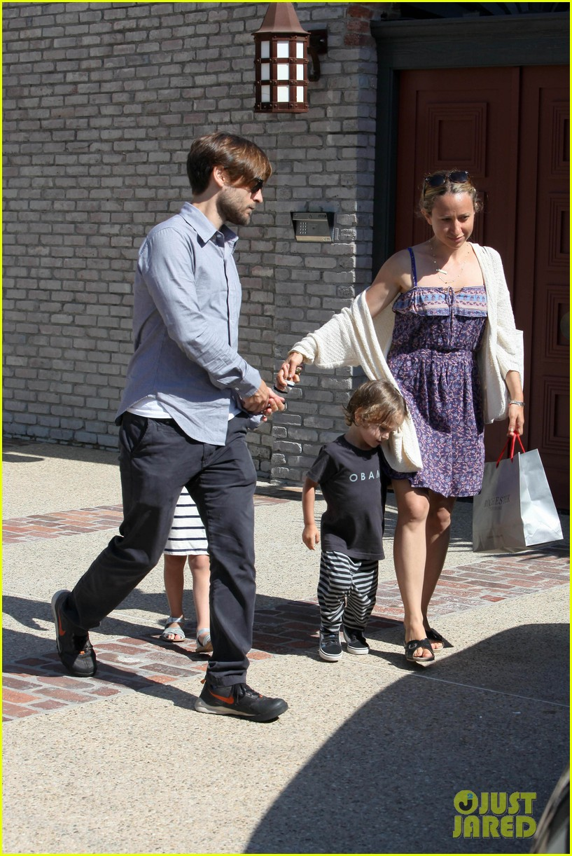tobey maguire fathers day party 05