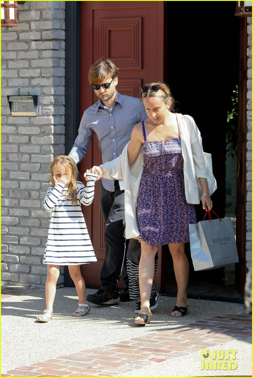 tobey maguire fathers day party 072676970