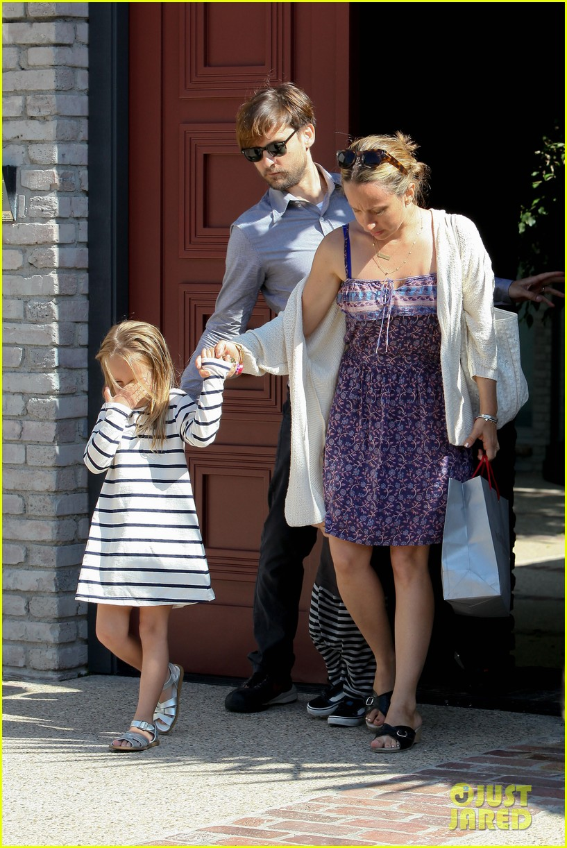 tobey maguire fathers day party 092676972