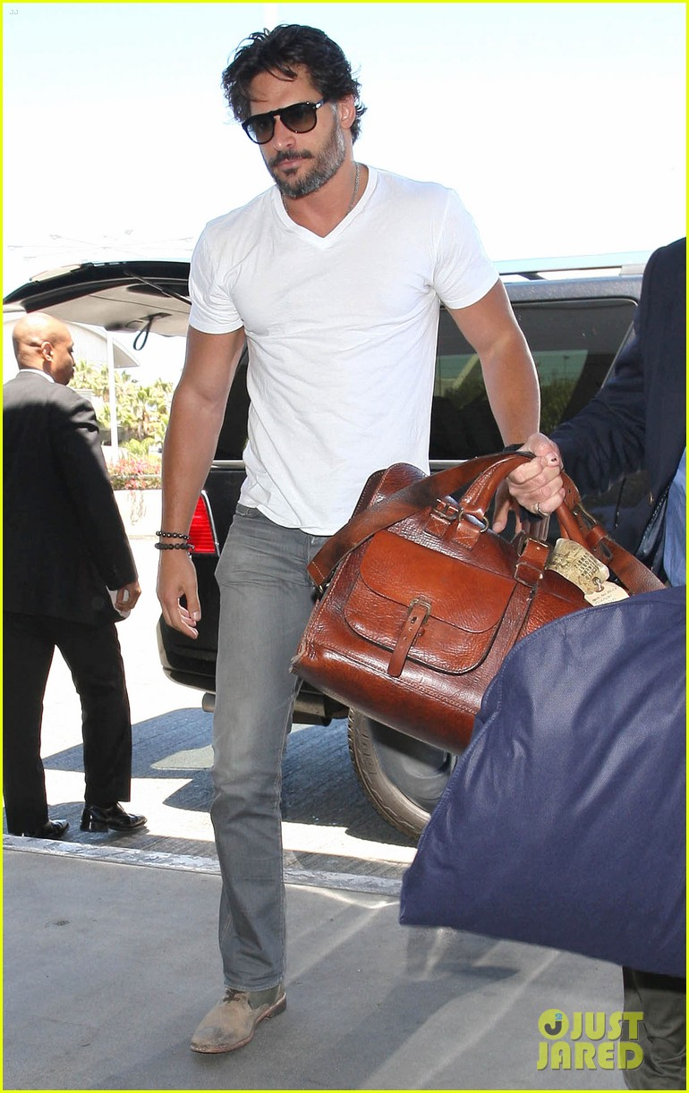 joe manganiello arriving at lax 01