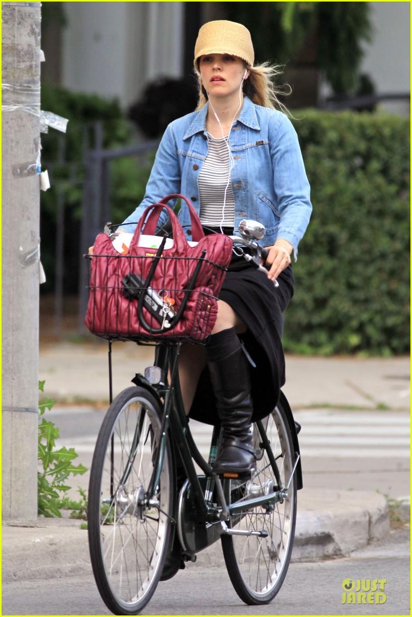 rachel mcadams bike toronto 052671809