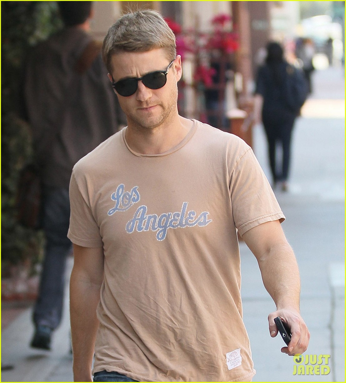 ben mckenzie friday stroll 072669590