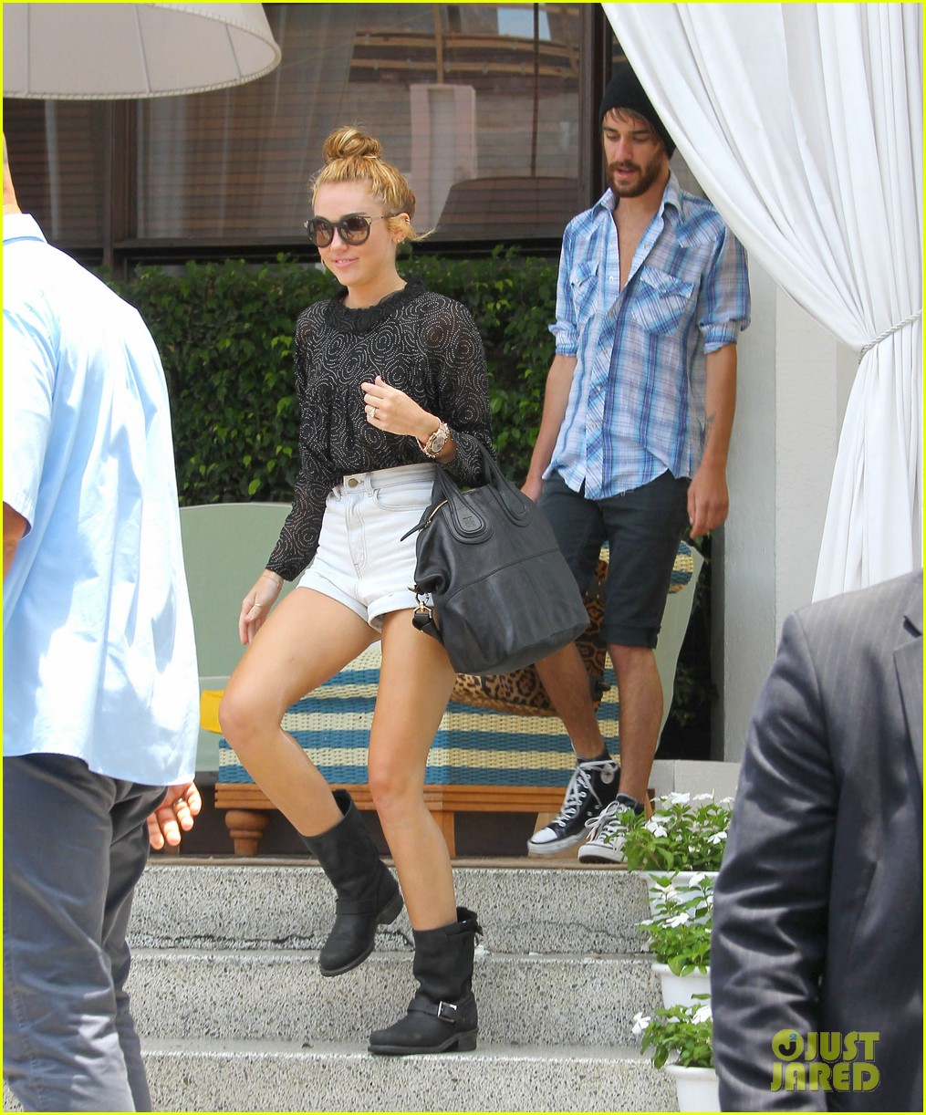 miley cyrus leaving hotel rumours 03