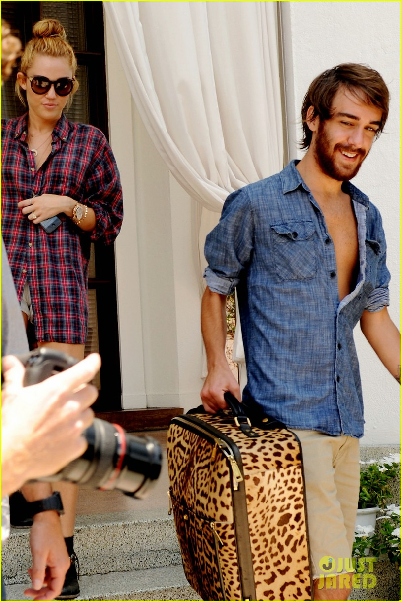 miley cyrus leaving hotel rumours 082675531