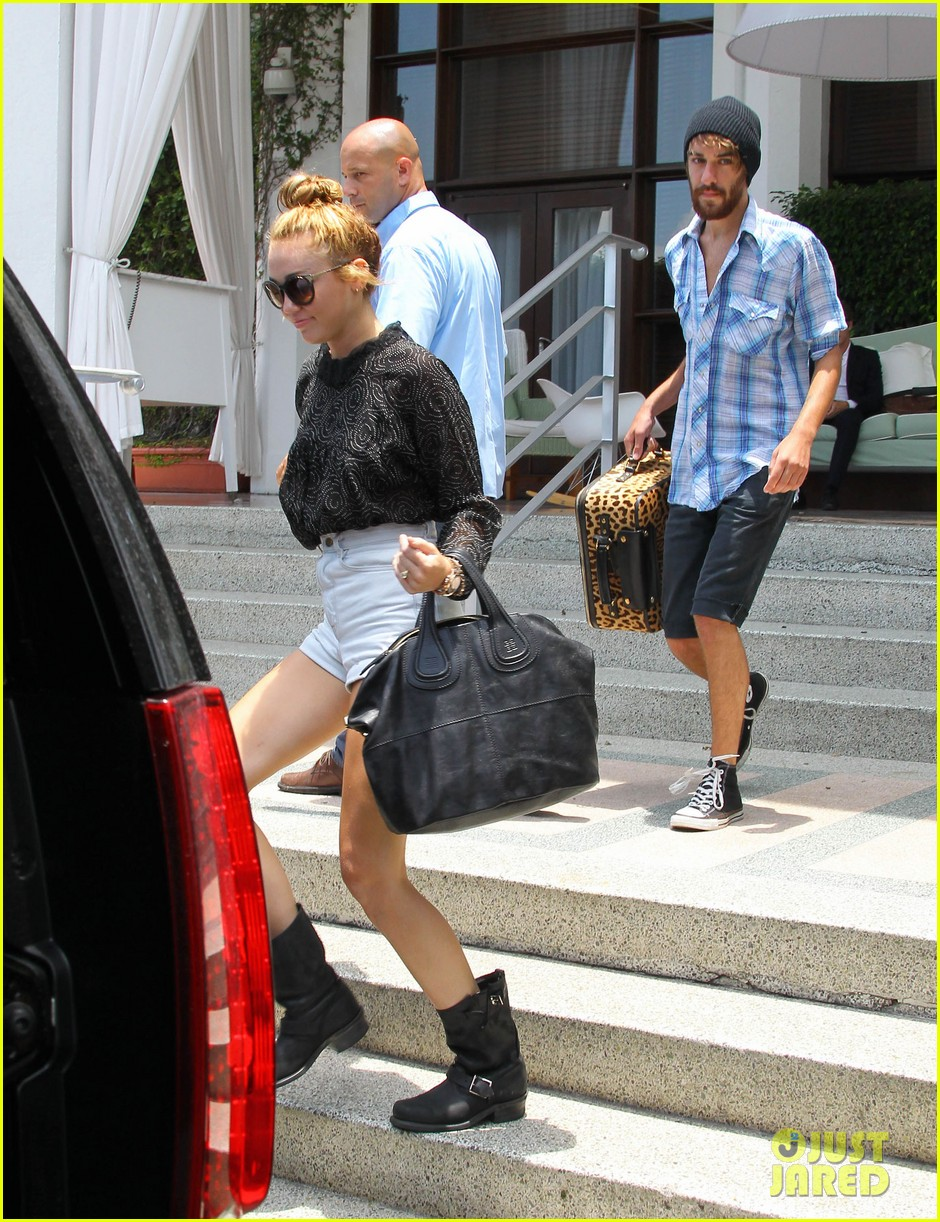 miley cyrus leaving hotel rumours 09