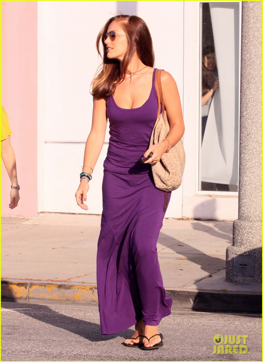 minka kelly leaving byron tracy 01