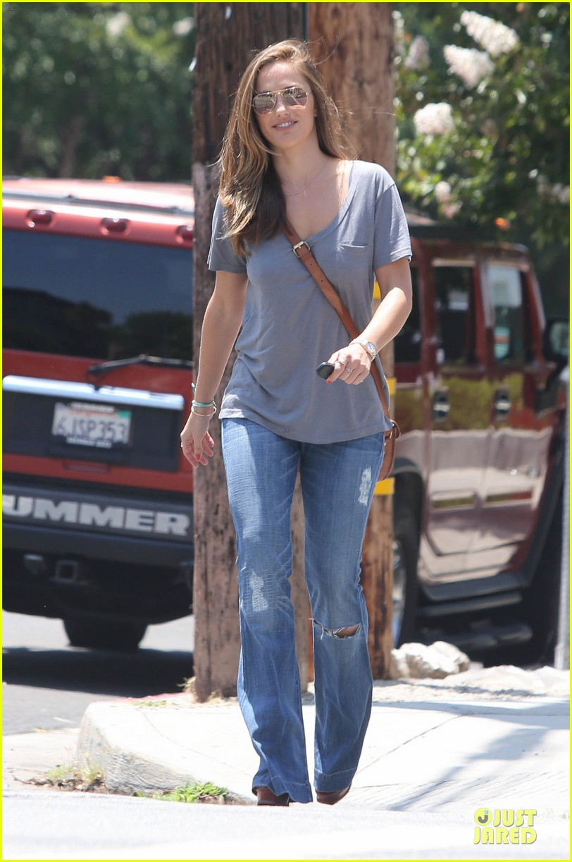 minka kelly carrying package 00