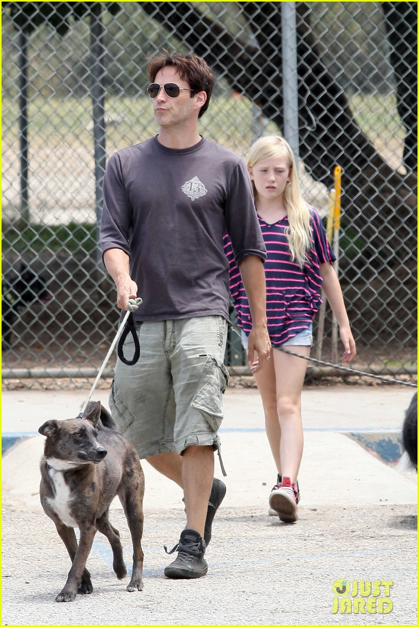 stephen moyer walking dogs with lilac 062669931