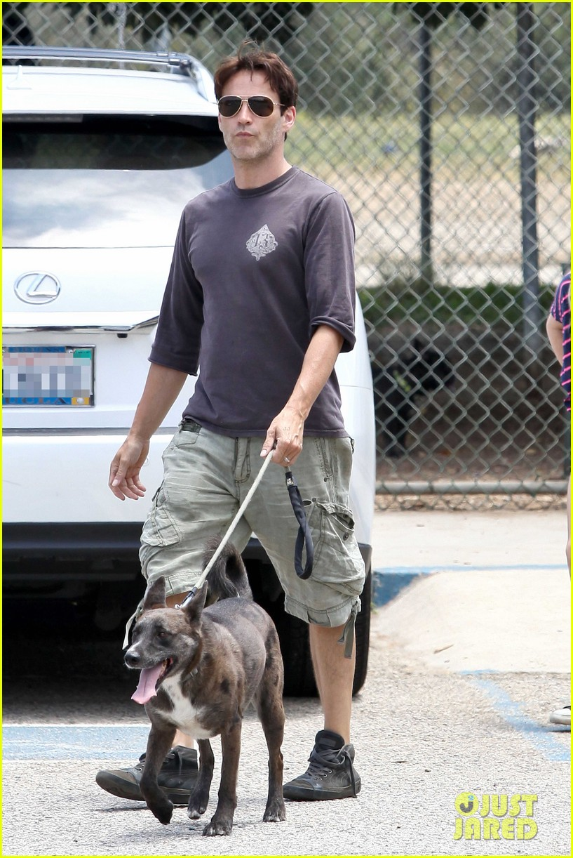 stephen moyer walking dogs with lilac 082669933