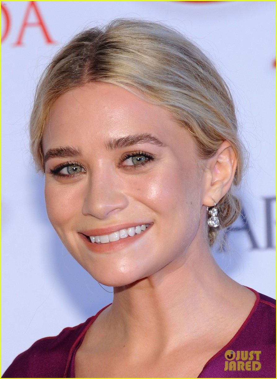 mary kate ashley olsen cfda fashion awards 2012 042670465