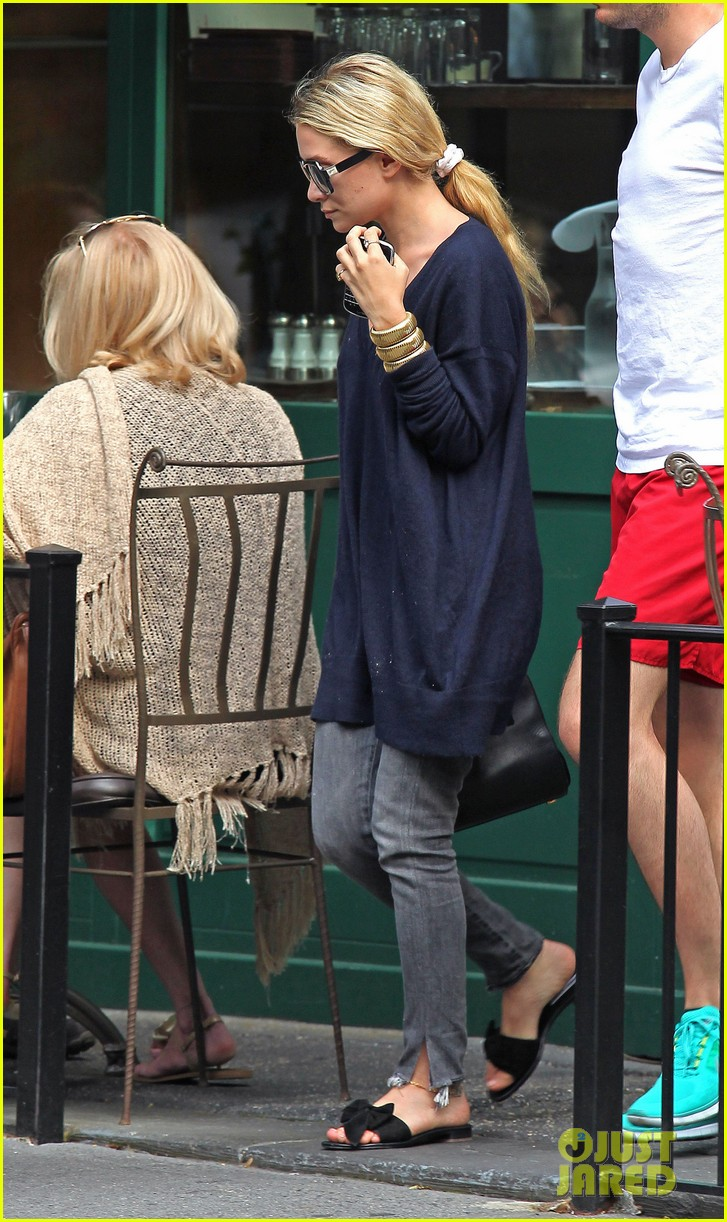 mary kate and ashley olsen out to lunch 062677127