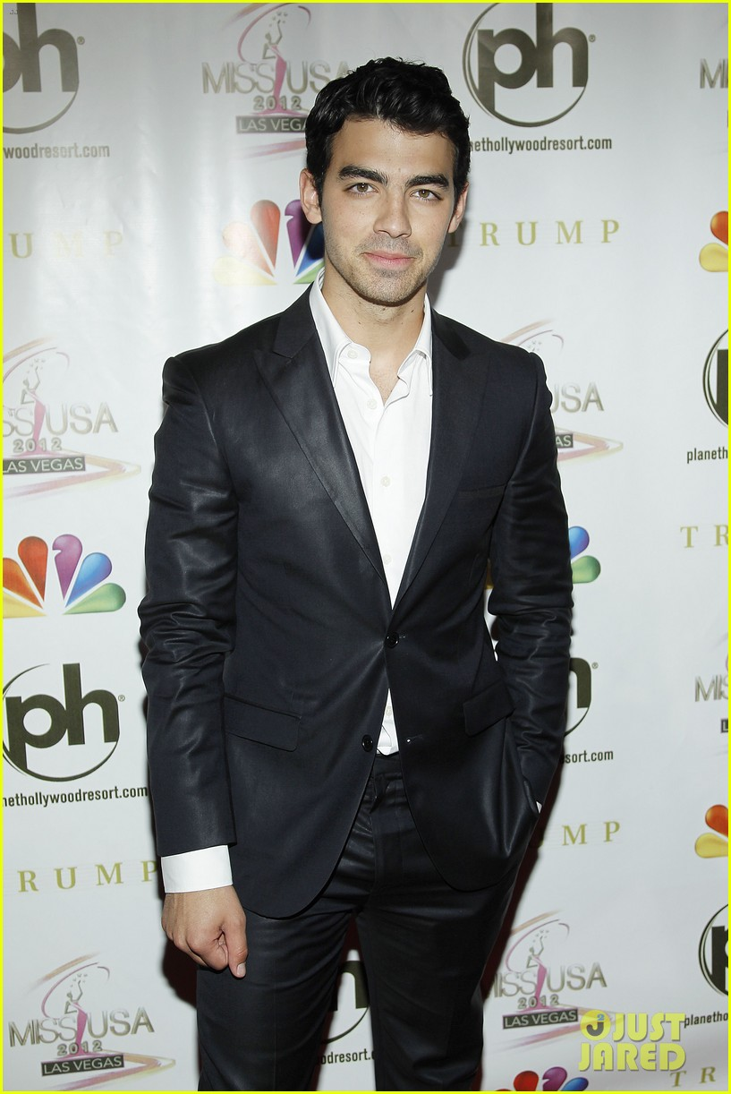 kelly osbourne joe jonas miss usa 2012 142670283