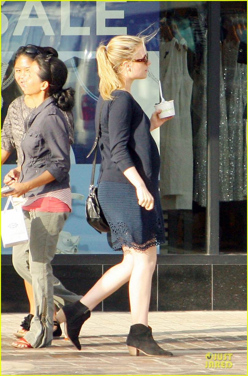 anna paquin pregnant pinkberry 042677356