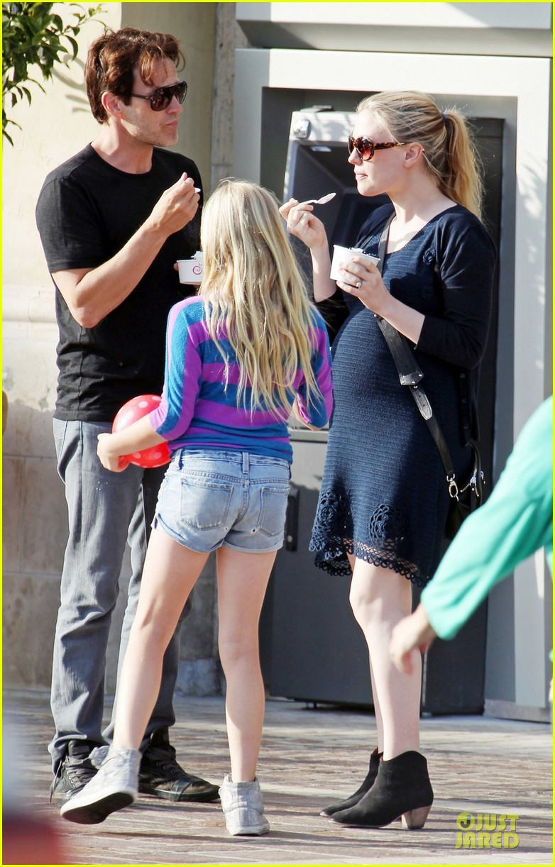 anna paquin pregnant pinkberry 052677357