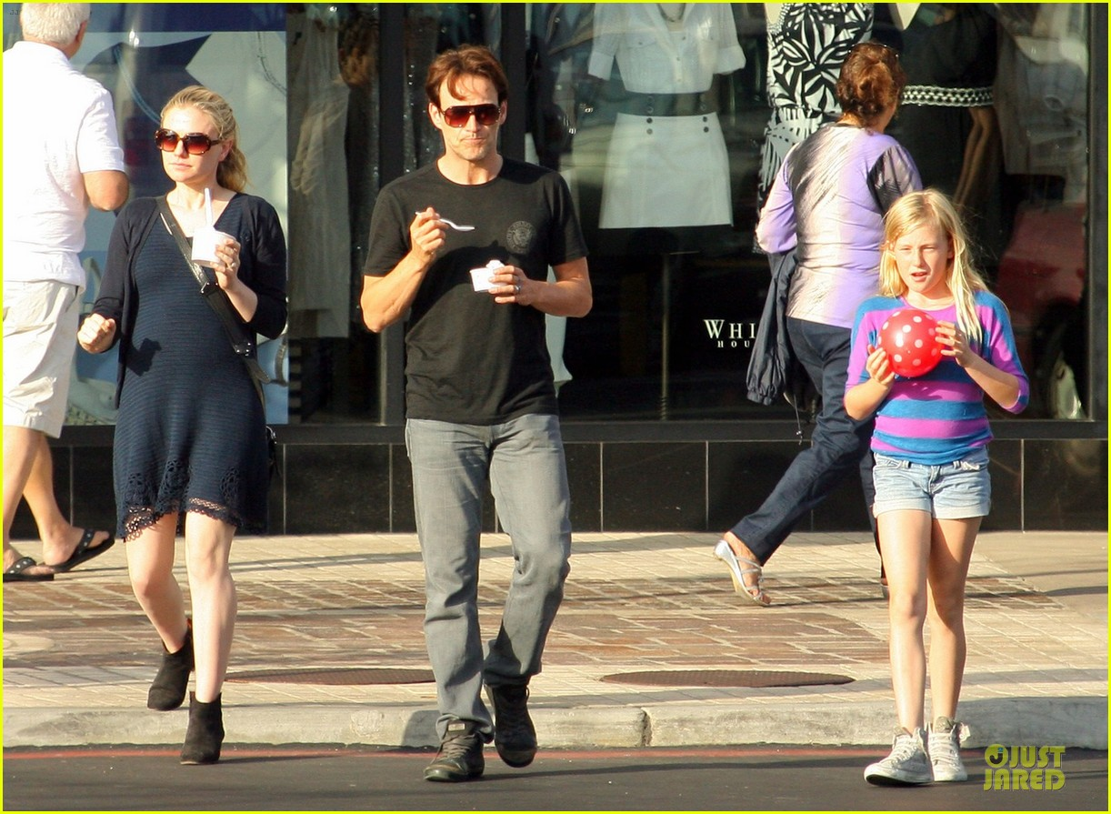 anna paquin pregnant pinkberry 062677358