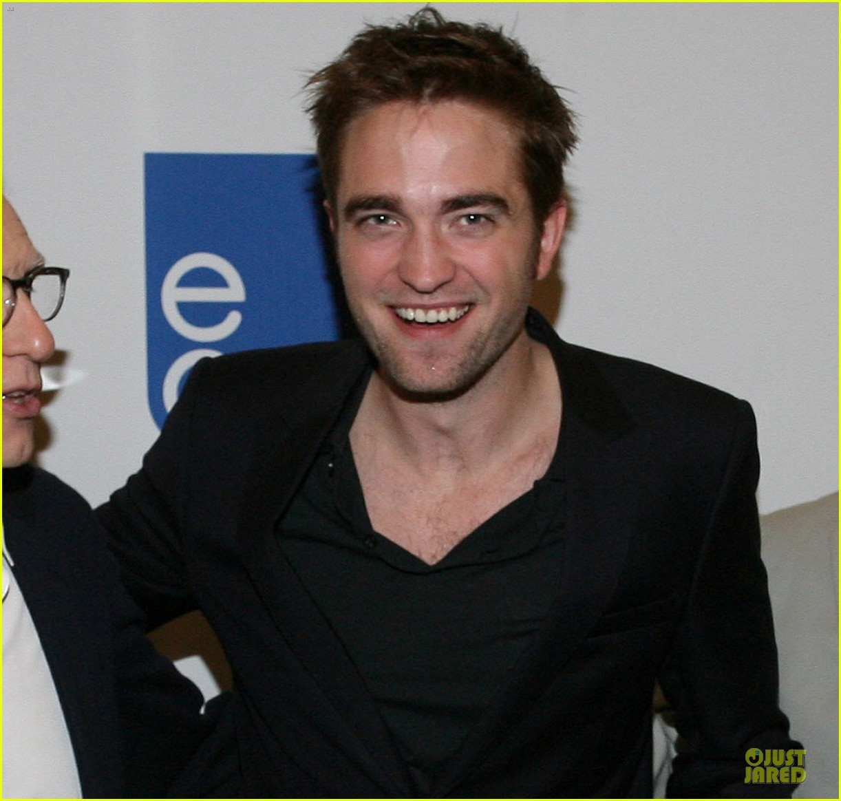robert pattinson cosmopolis toronto photo call 052670454