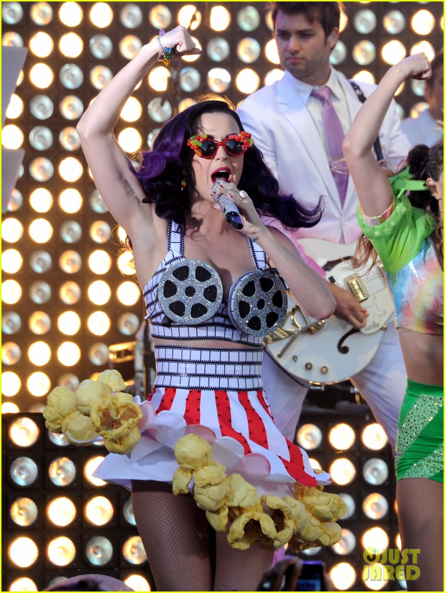 katy perry wide awake performance at part of me premiere 09