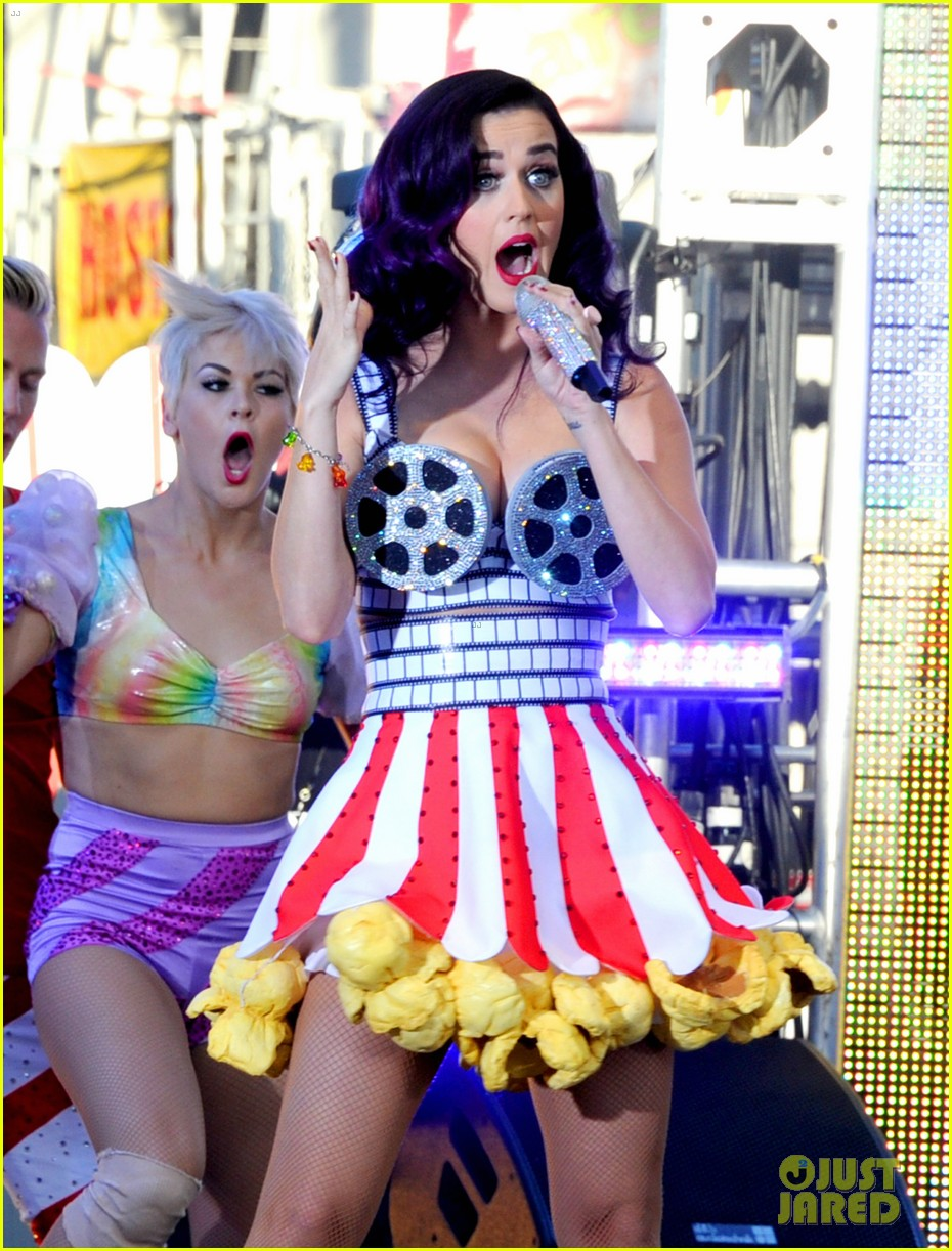katy perry wide awake performance at part of me premiere 142679881