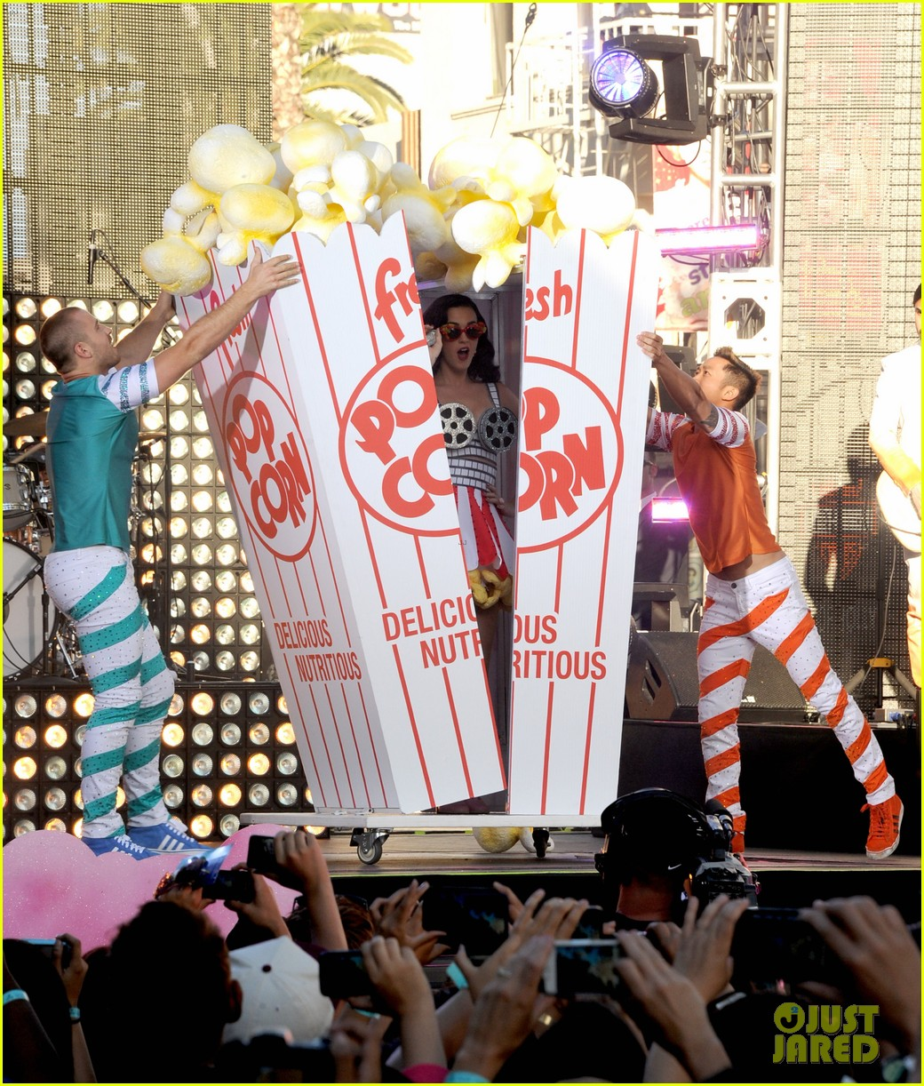 katy perry wide awake performance at part of me premiere 252679892