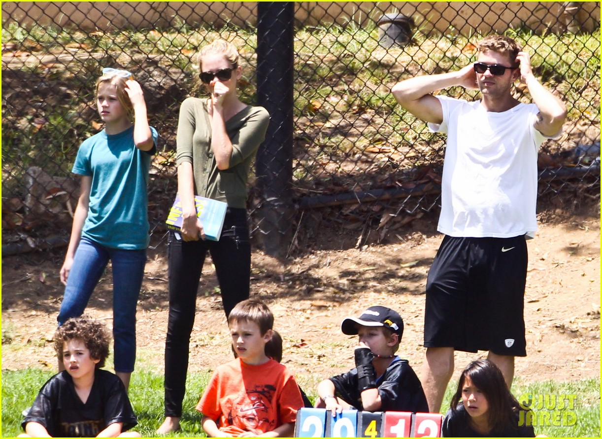ryan phillippe reveals toned abs at deacons game 192672906