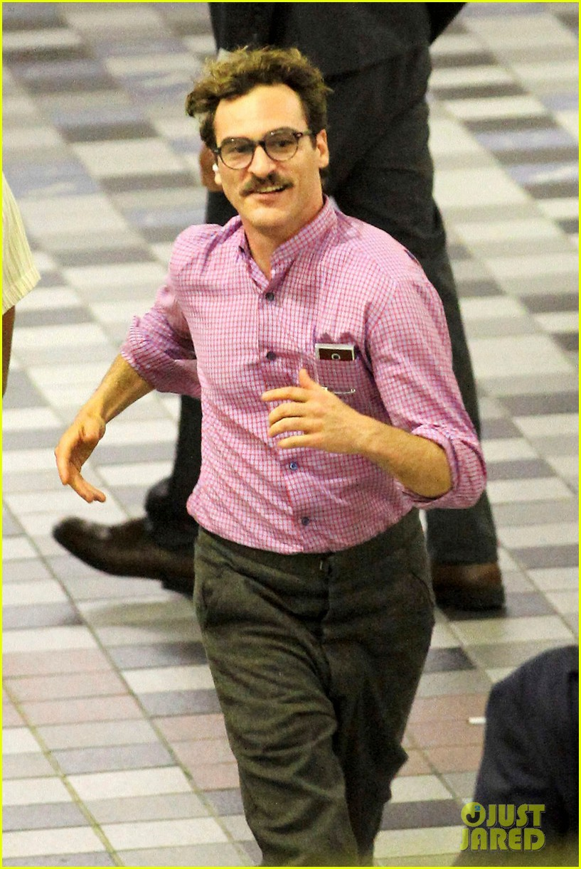 joaquin phoenix spike jonze set 022672674