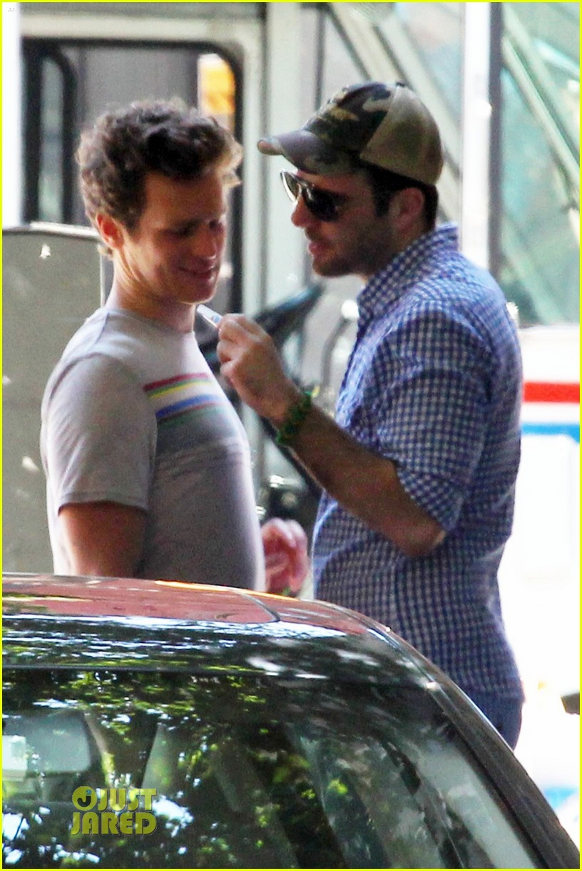 Jonathan Groff Wears Zachary Quinto s T-ShirtJonathan Groff Boyfriend Zachary Quinto