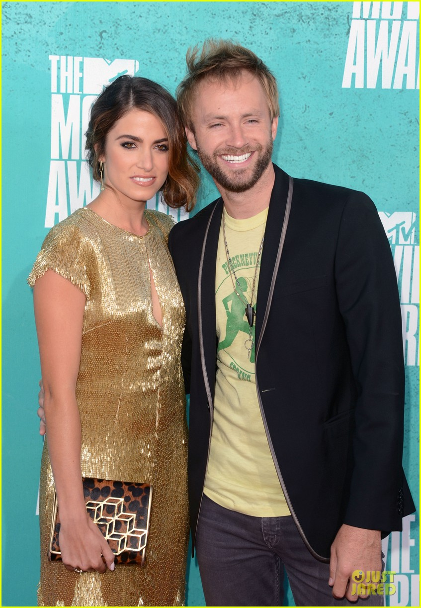 nikki reed paul mcdonald mtv movie awards 2012 01