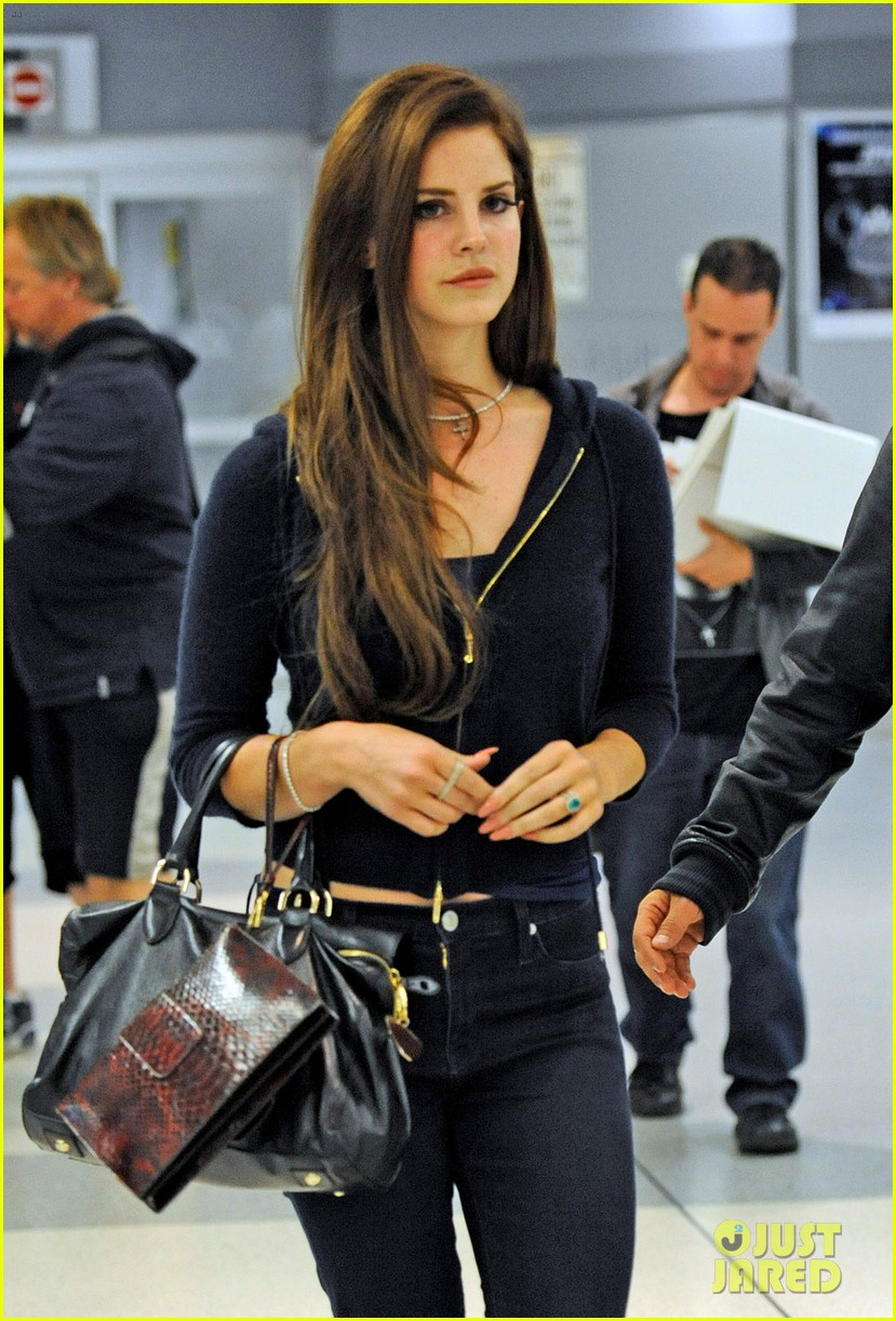 Lana Del Rey JFK Airport Chic Arrival Photo 2671354