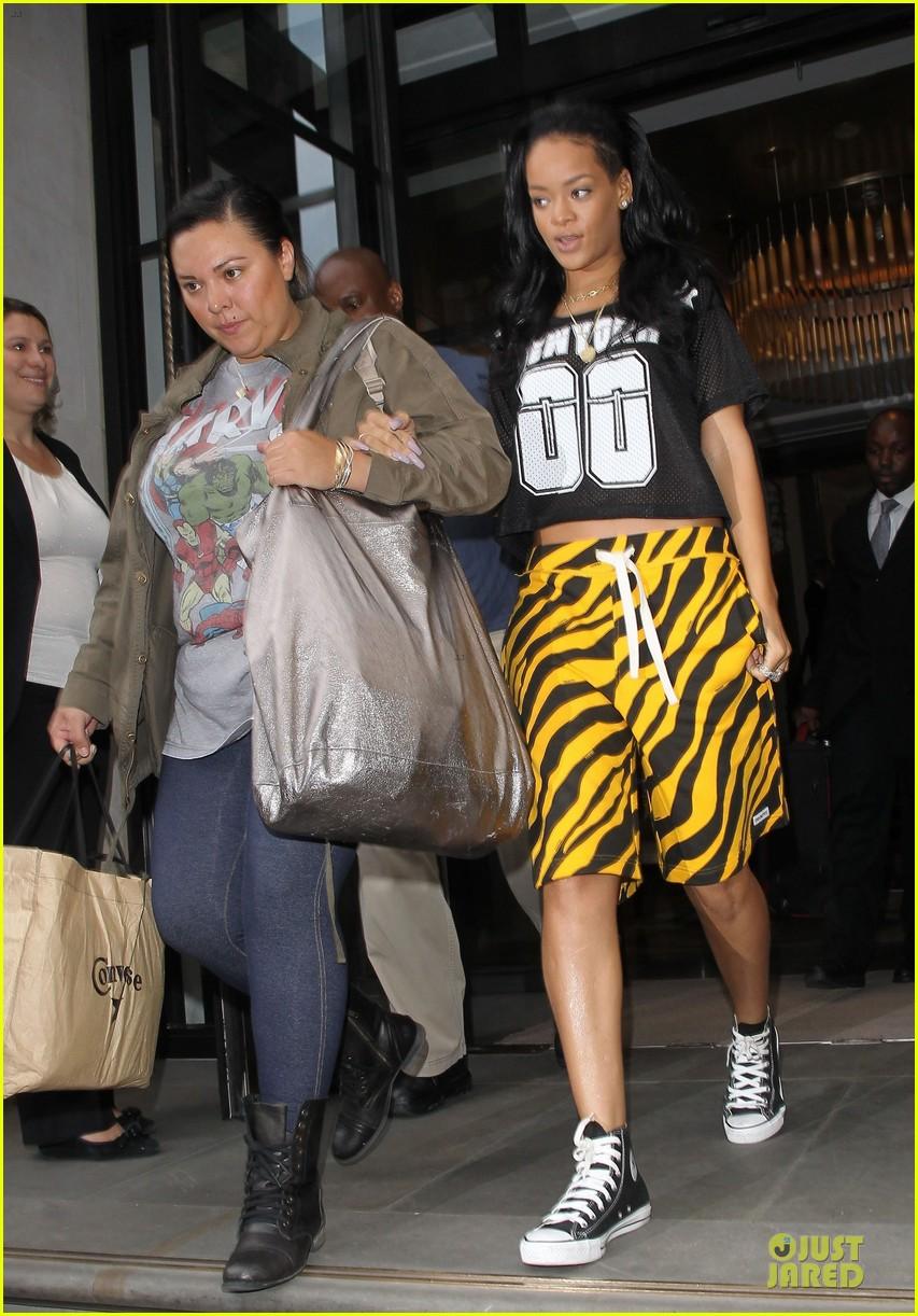 rihanna tiger print skirt london 012677139