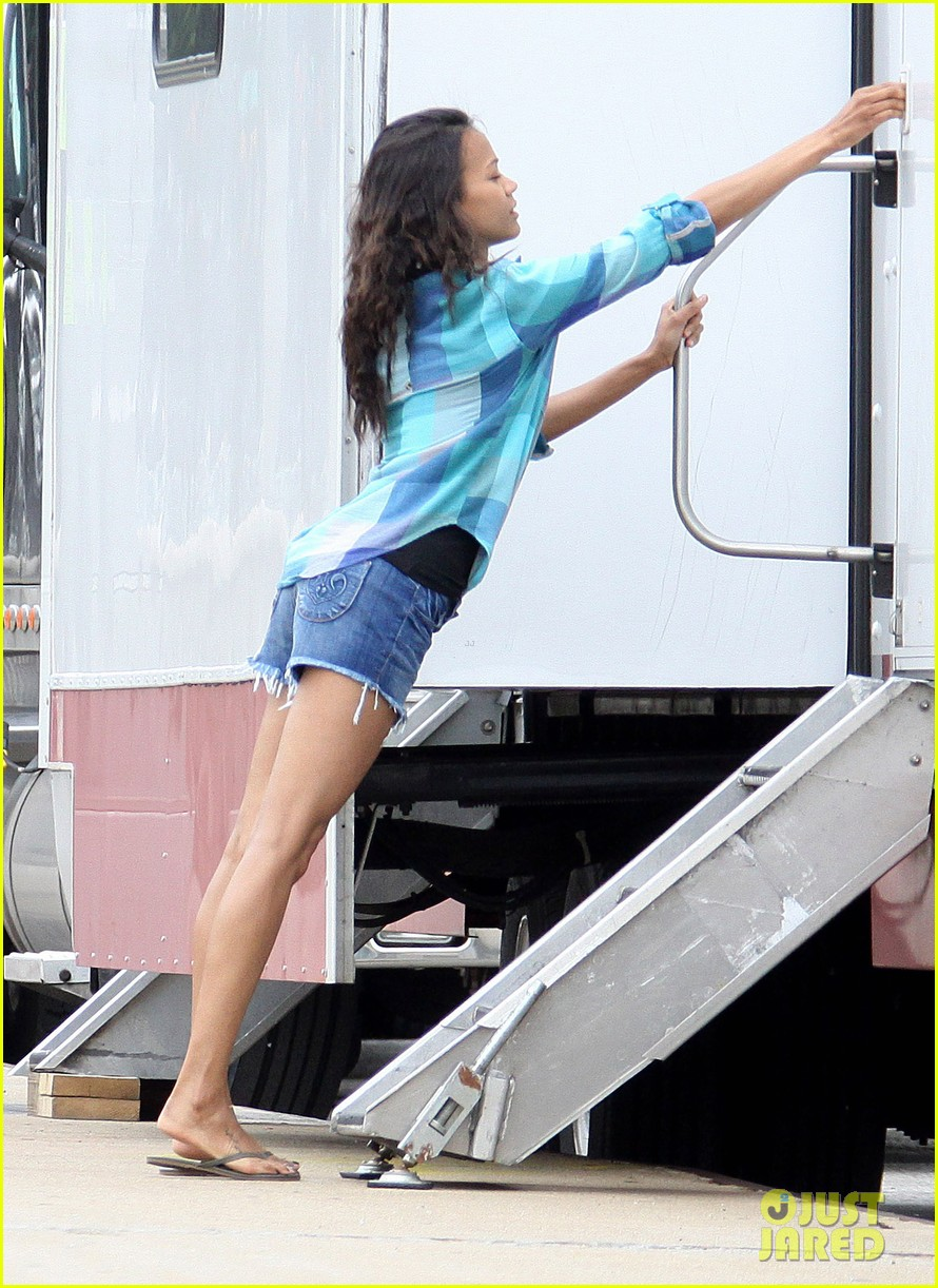 zoe saldana blood ties set 01