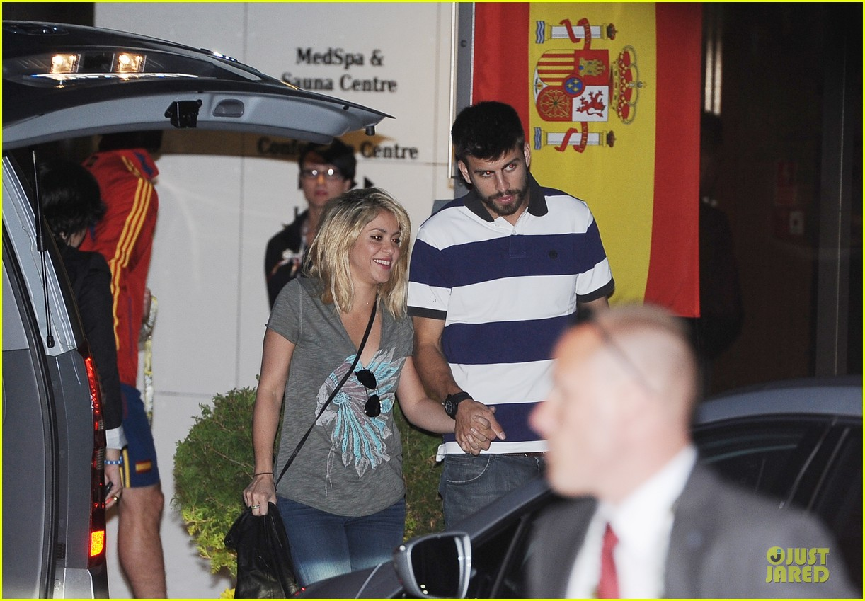 shakira gerard pique poland hotel 05