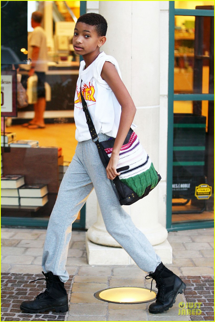 willow smith escalator barnes noble 092680498
