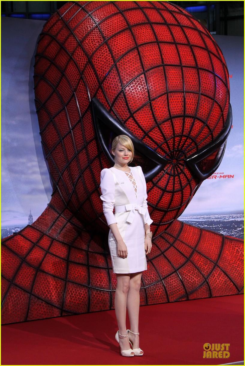 emma stone andrew garfield spider man berlin premiere 012677390