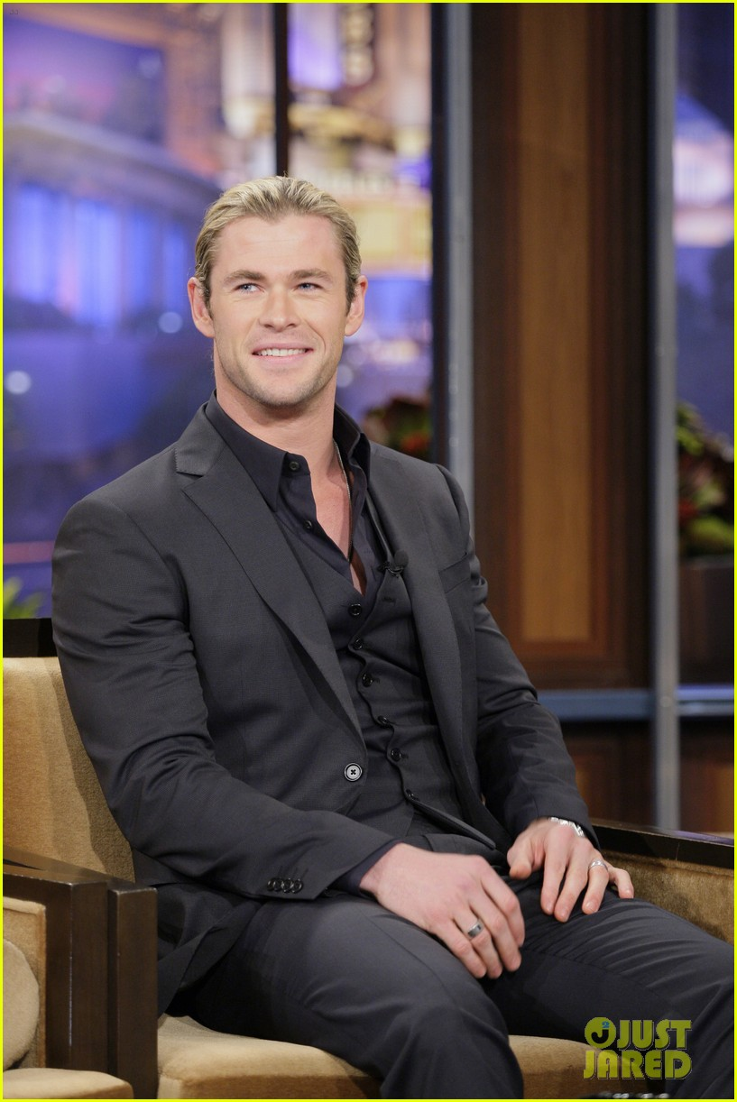 emma stone chris hemsworth tonight show 02