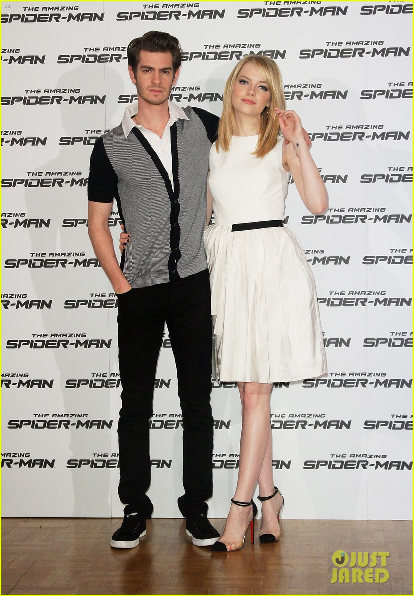 emma stone andrew garfield spider man italy photo call 03