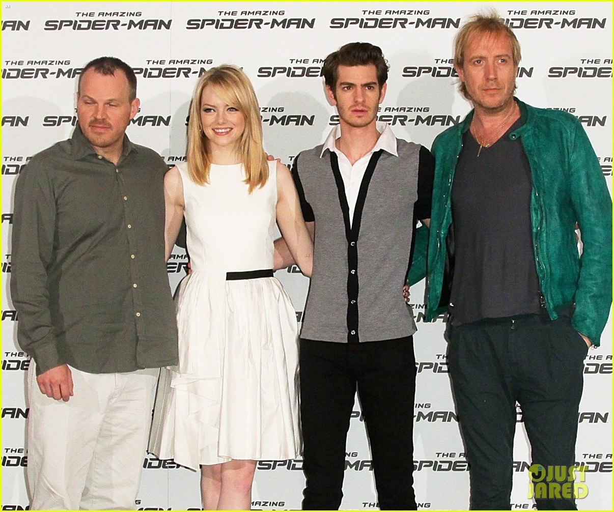 emma stone andrew garfield spider man italy photo call 04