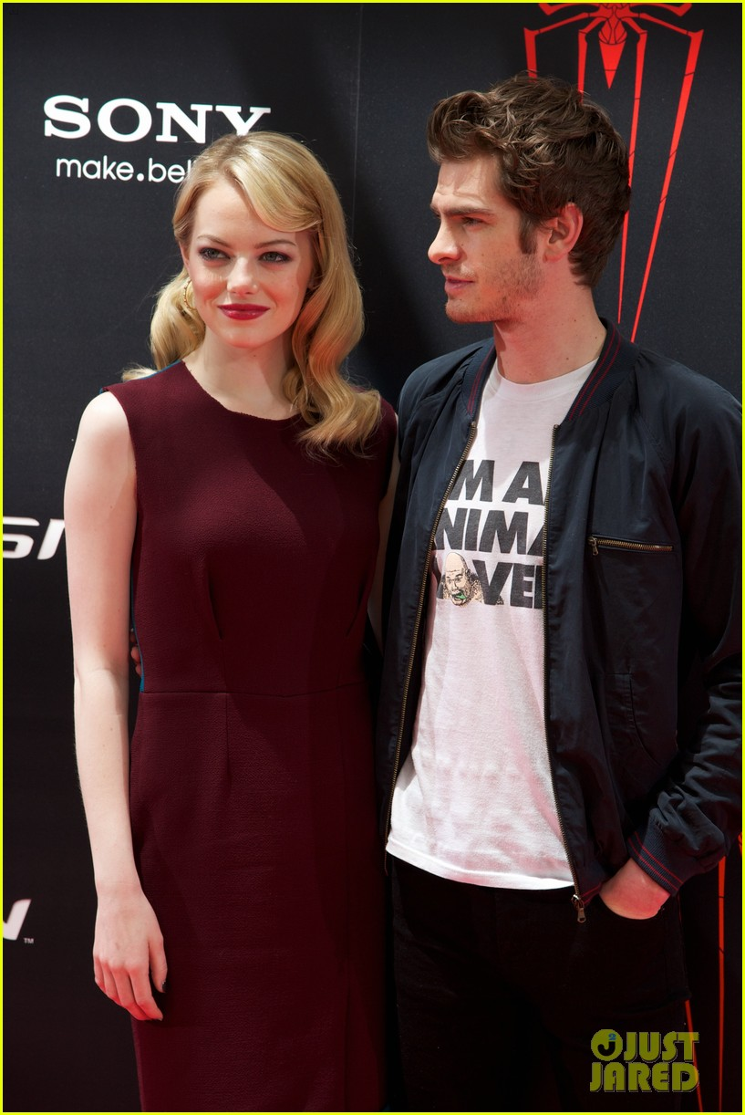 emma stone andrew garfield spider man spain photo call 04