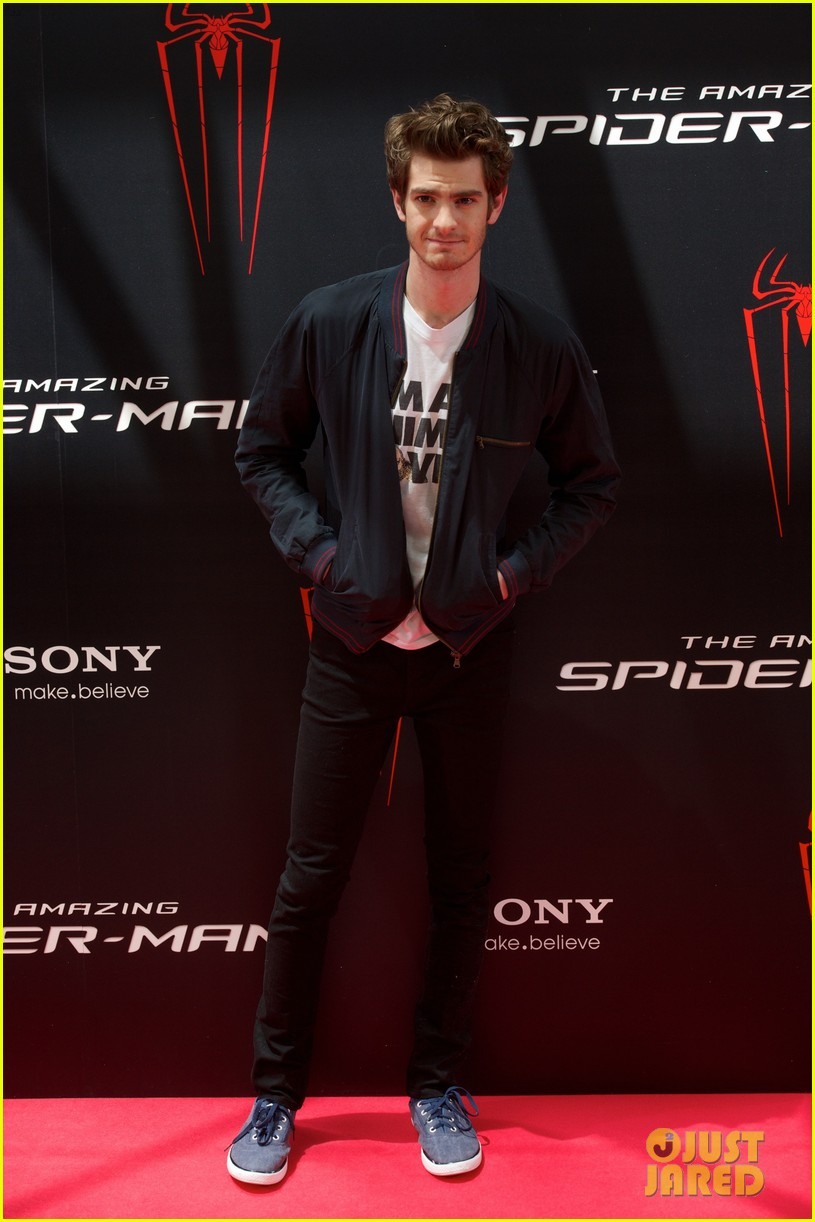 emma stone andrew garfield spider man spain photo call 05