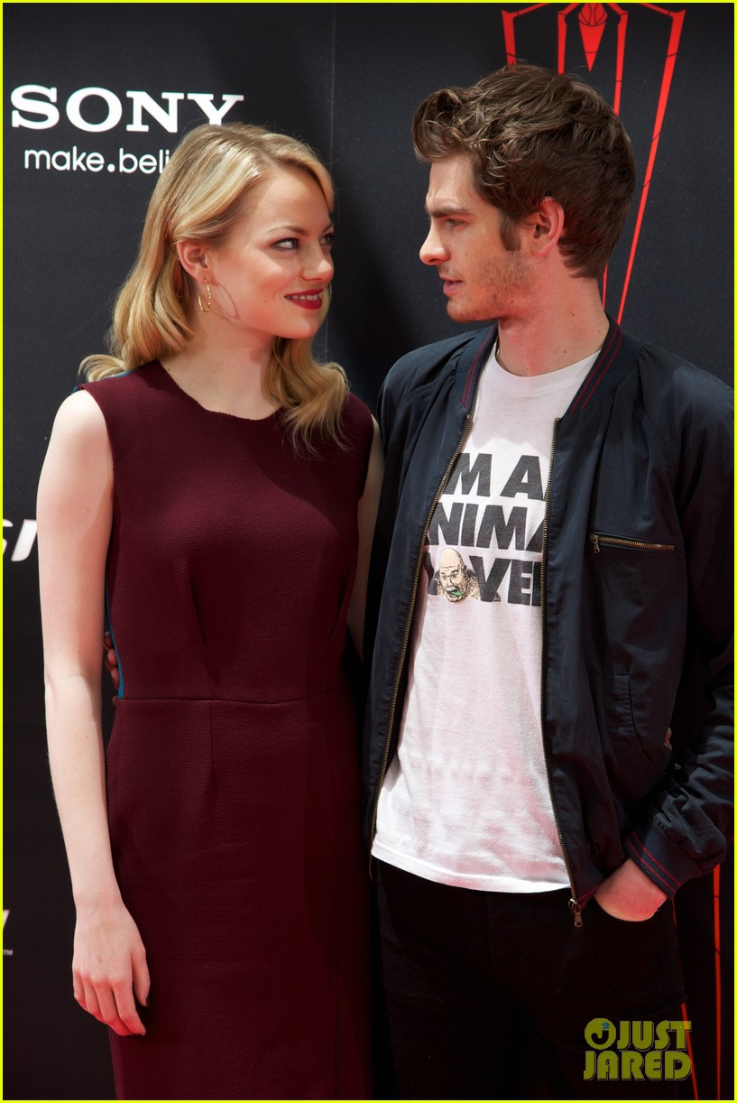 emma stone andrew garfield spider man spain photo call 12