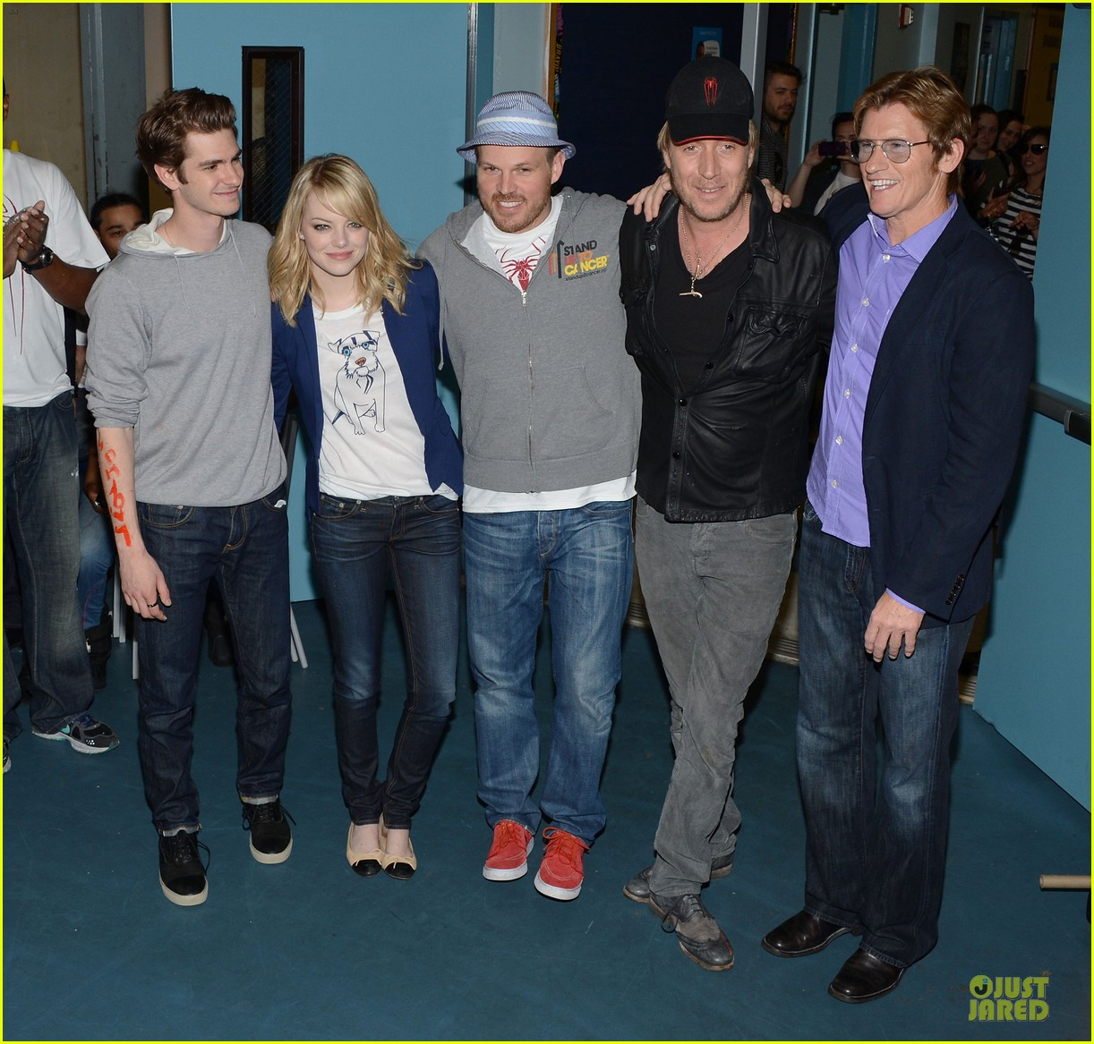 emma stone andrew garfield stand up volunteer 062679739