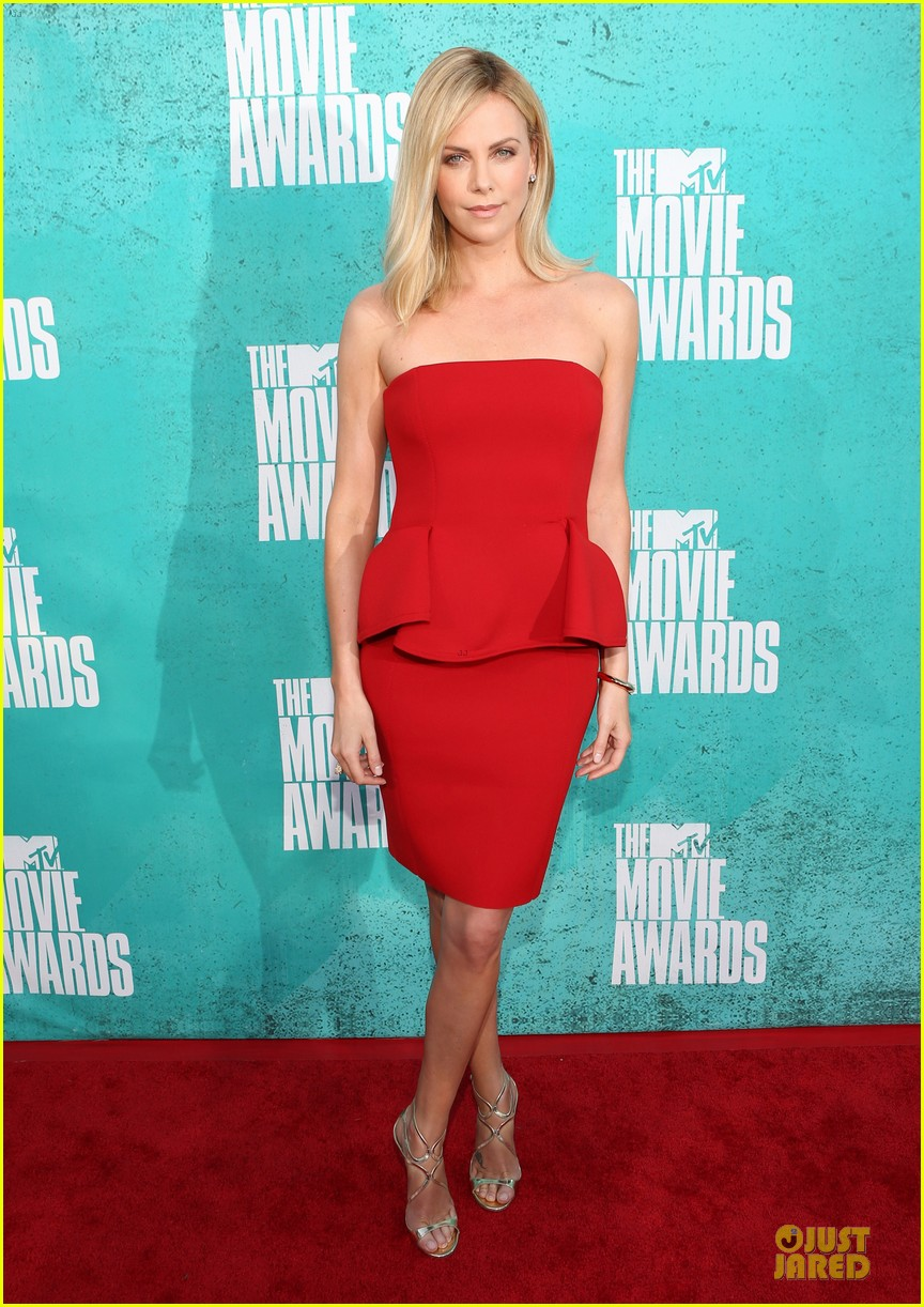 charlize theron mtv movie awards 2012 052670094