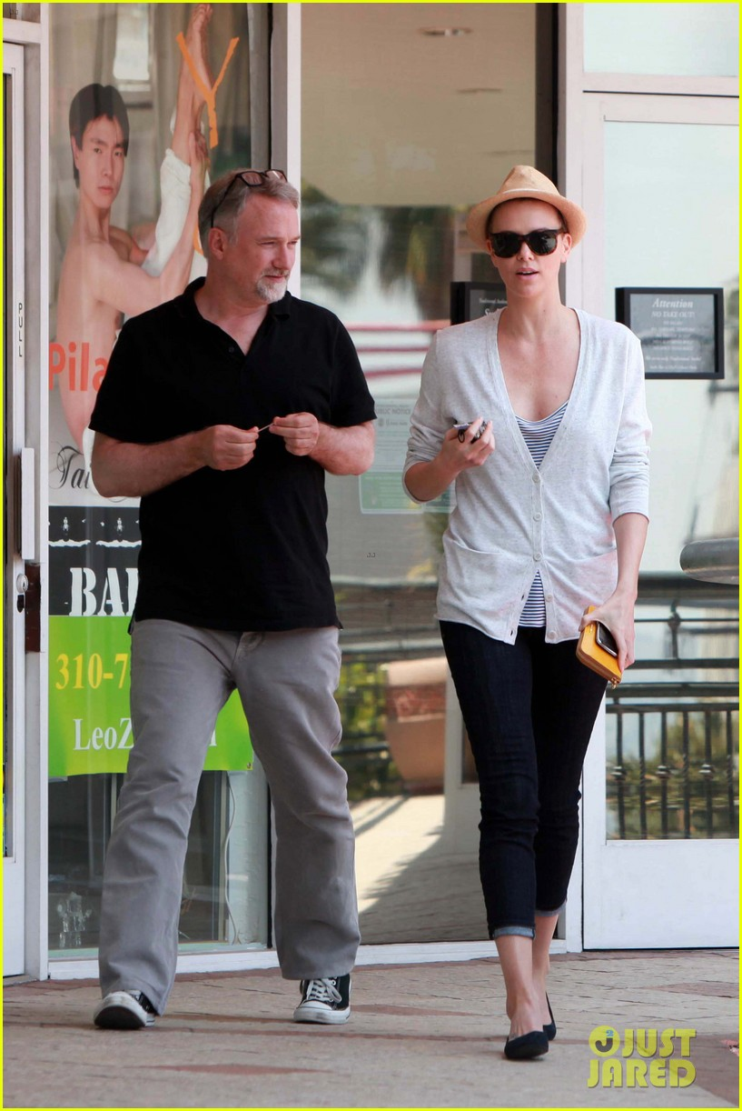 charlize theron sushi park lunch stop 03