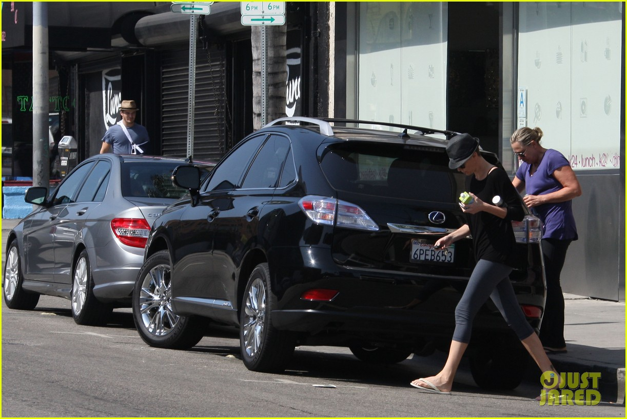 charlize theron sushi park lunch stop 122675268