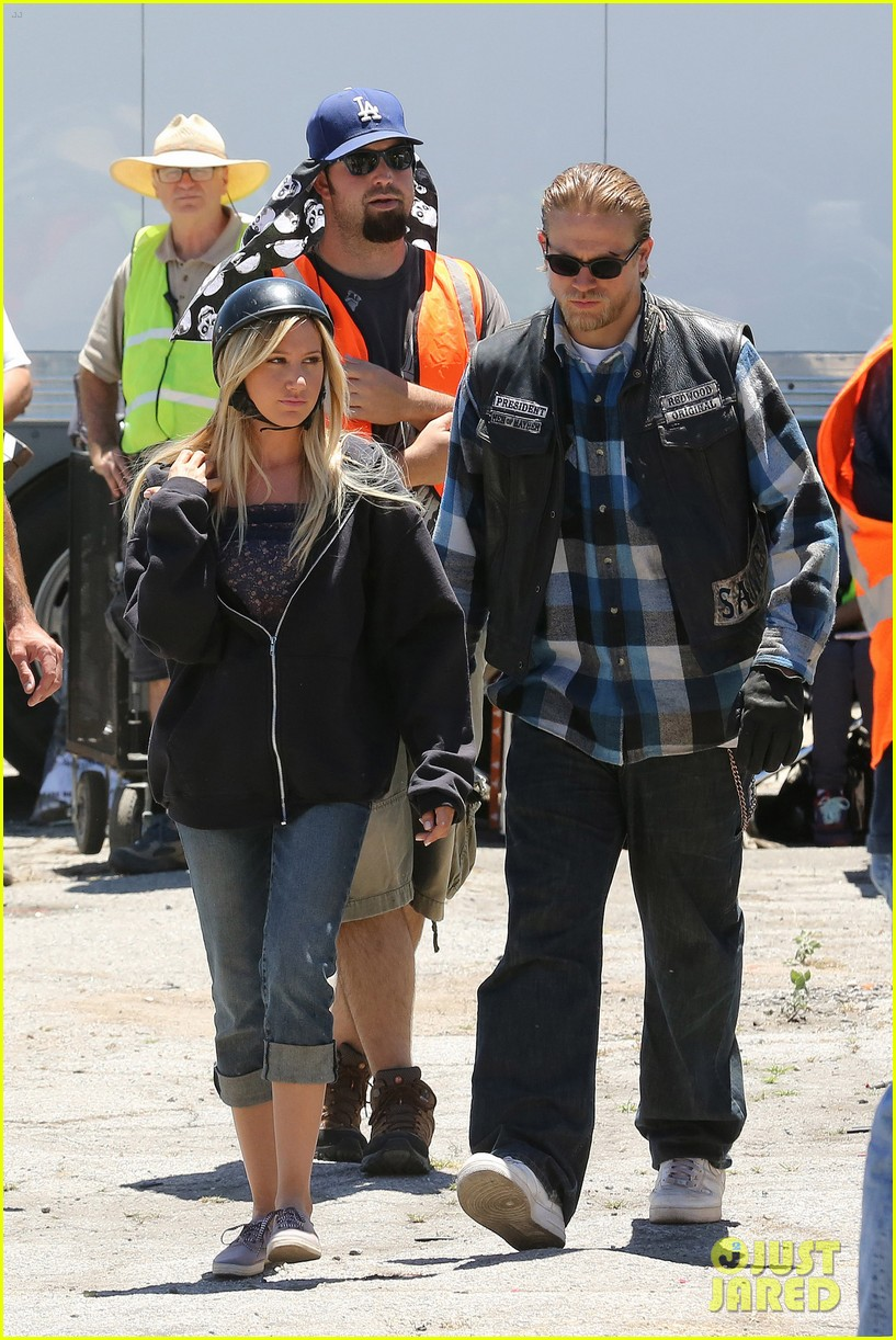 ashley tisdale charlie hunnam sons of anarchy 012679581