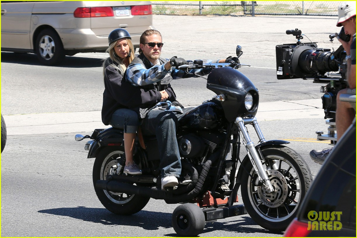 ashley tisdale charlie hunnam sons of anarchy 042679584