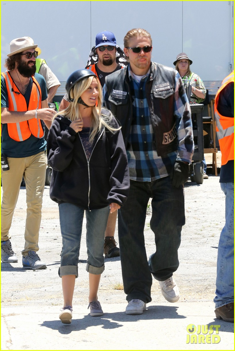 ashley tisdale charlie hunnam sons of anarchy 052679585