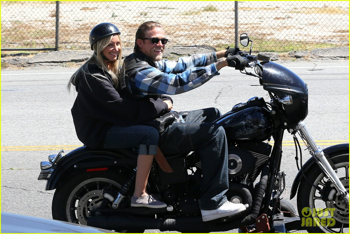 ashley tisdale charlie hunnam sons of anarchy 072679587