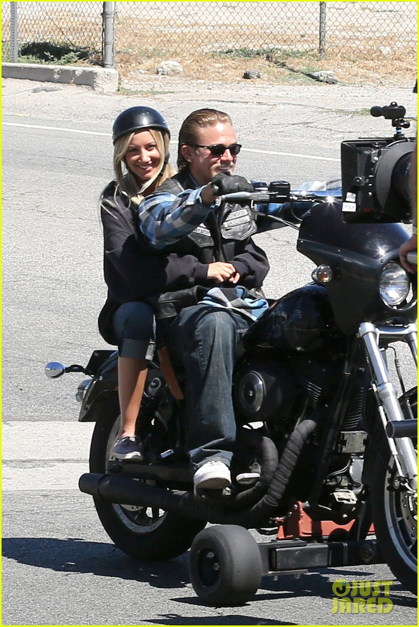 ashley tisdale charlie hunnam sons of anarchy 08